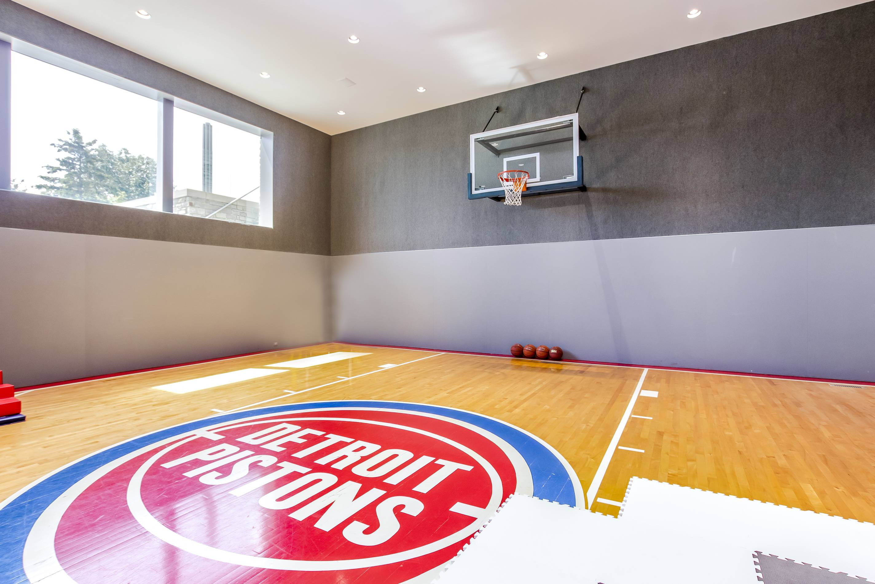 Matthew Stafford's Michigan Mansion, Pistons basketball court